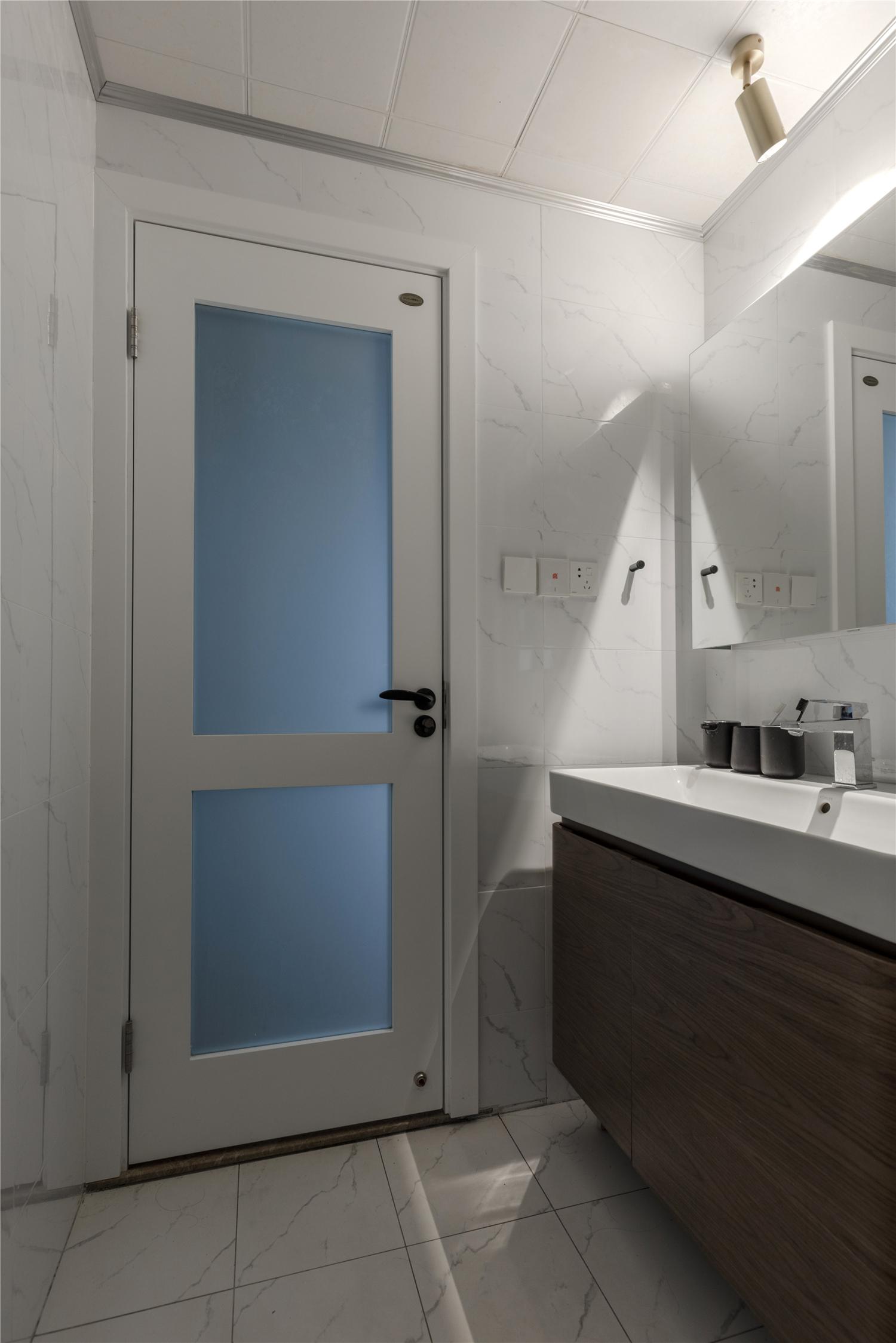 115㎡三居室卫生间装修效果图