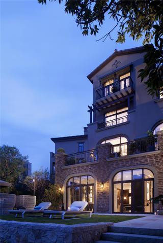 现代中式别墅装修庭院效果图