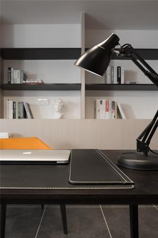 175㎡现代简约风格装修书桌台灯设计