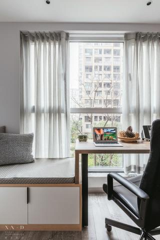 110平现代风三居装修书桌设计