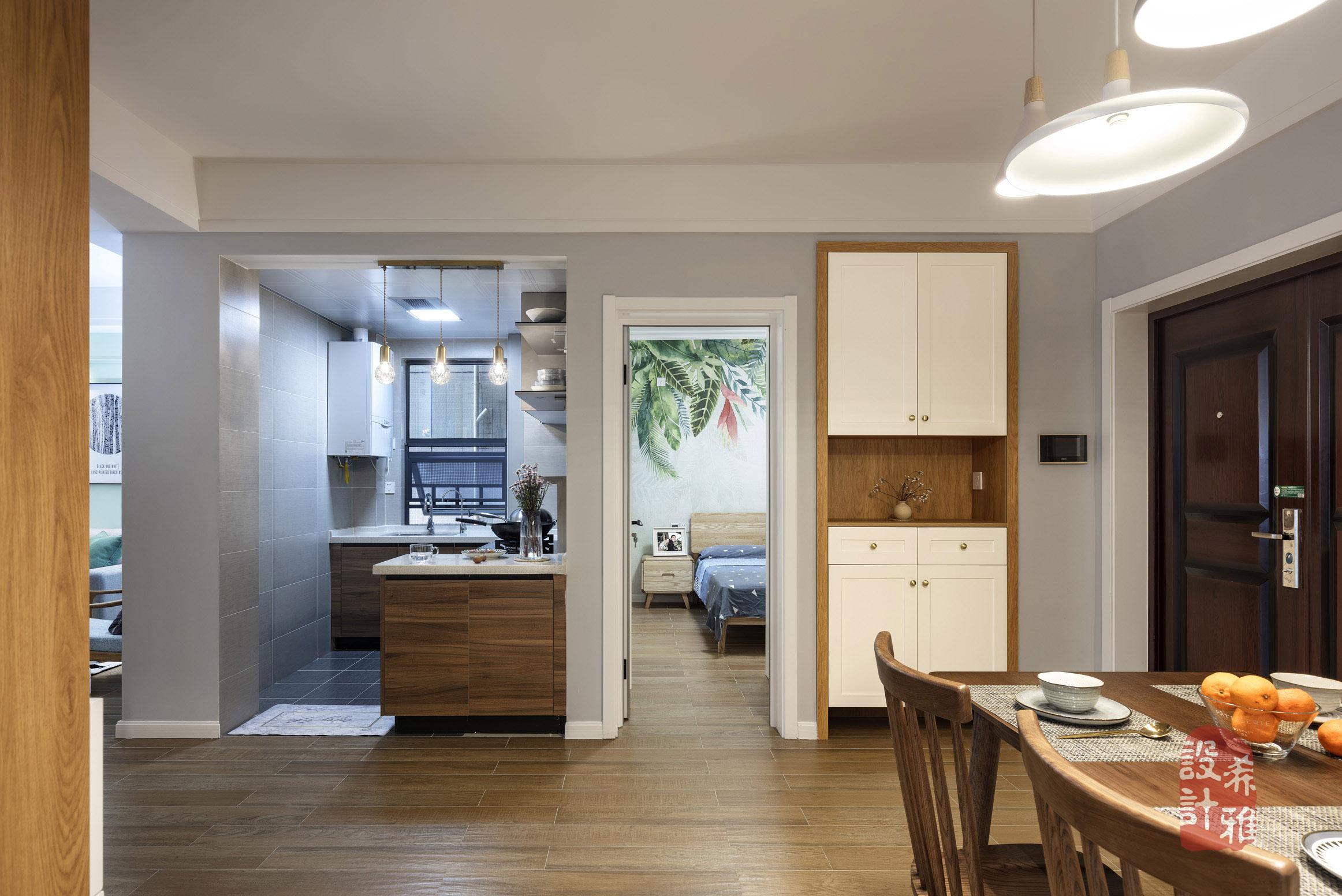 北欧风格三居室装修玄关鞋柜设计