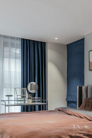 140平米三居室装修卧室一角