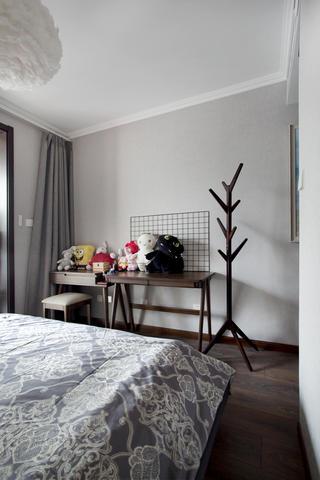 混搭风格三居室装修床尾梳妆台设计