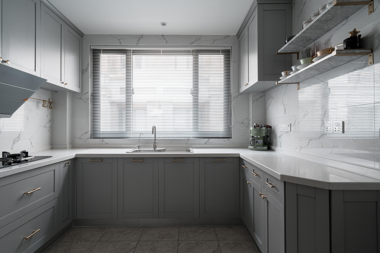 美式风格别墅厨房装修效果图