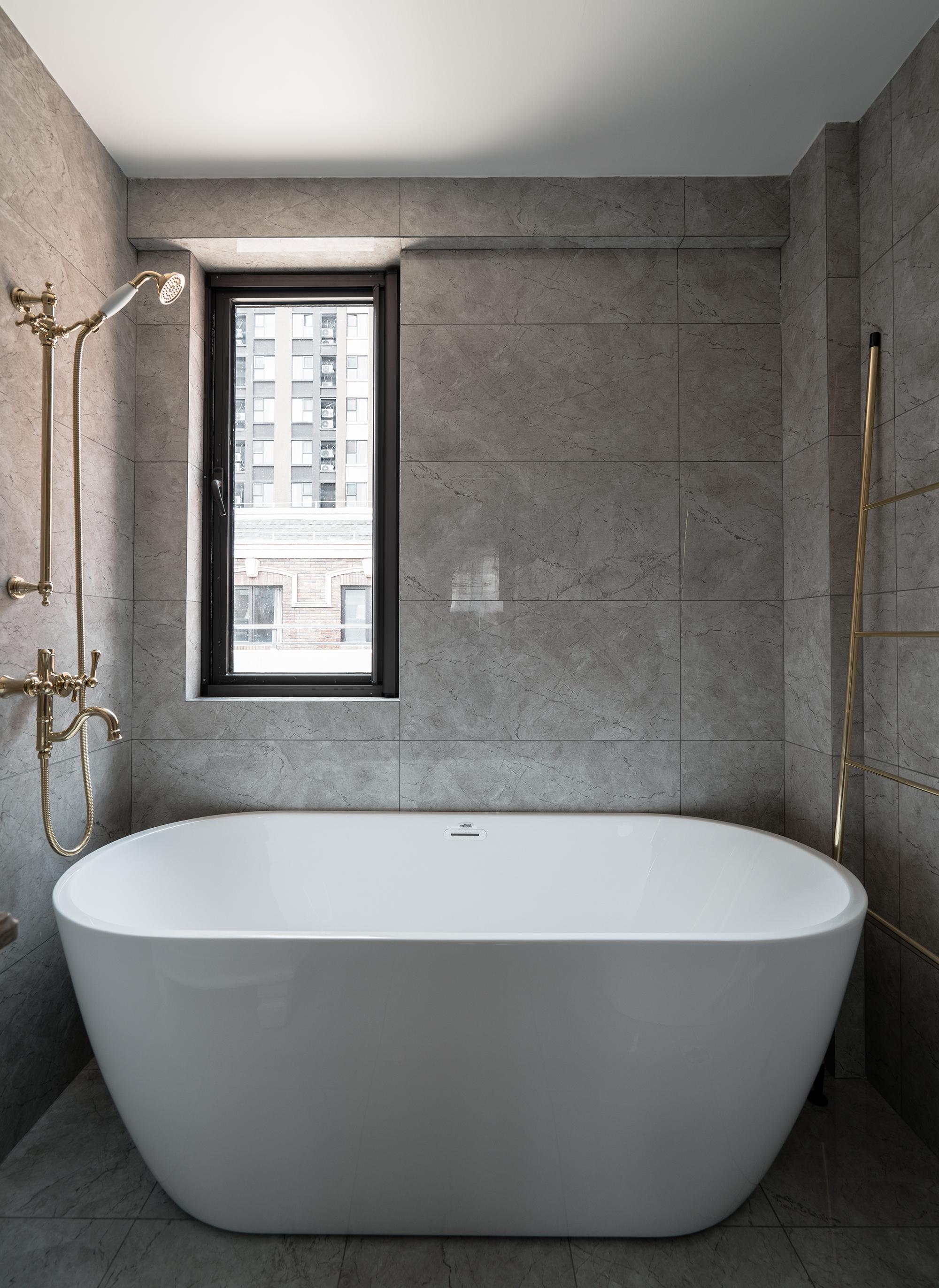 美式风格别墅装修浴缸设计图