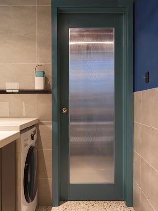 小户型一居室装修玻璃门设计
