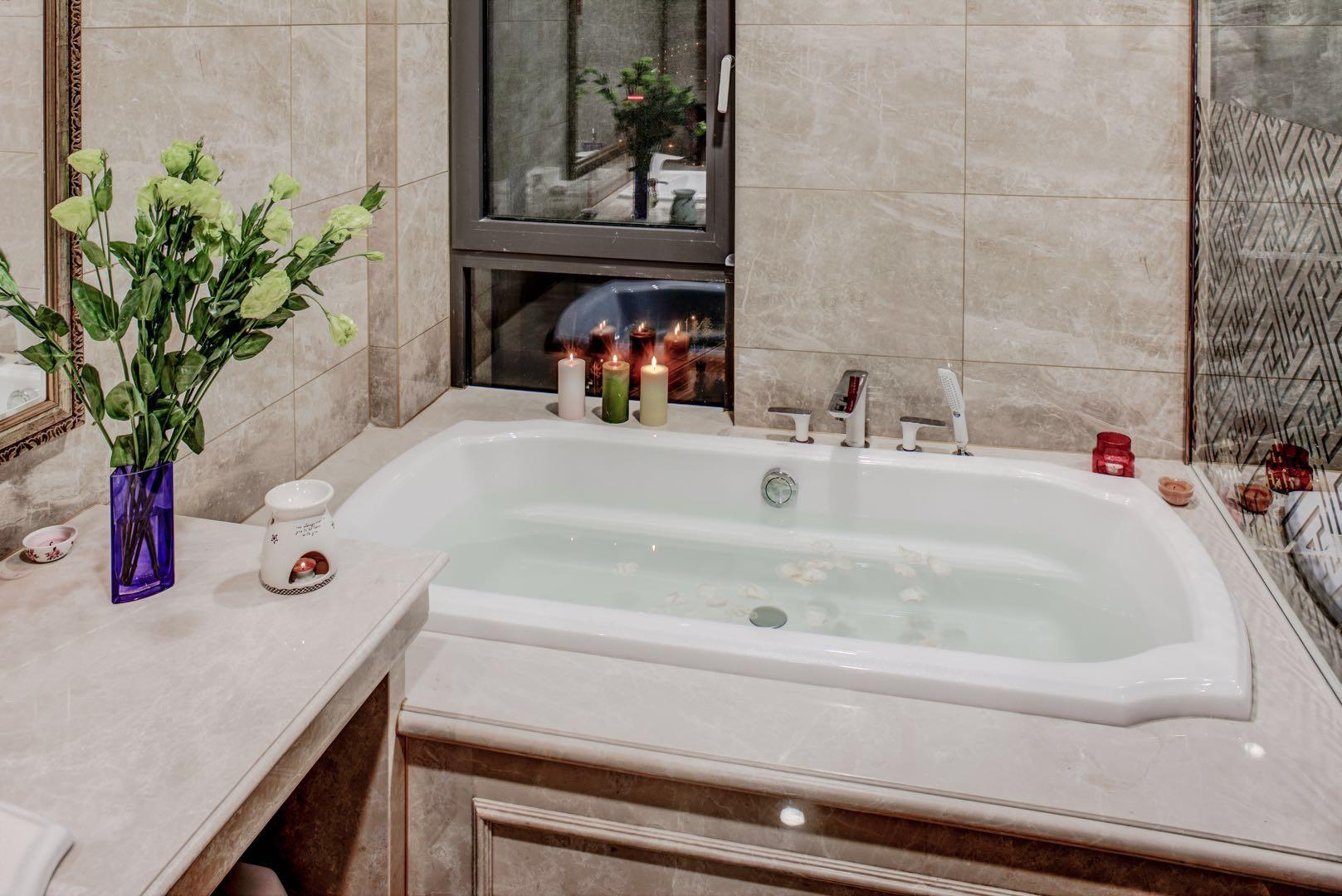 150㎡新中式装修卫生间浴缸设计