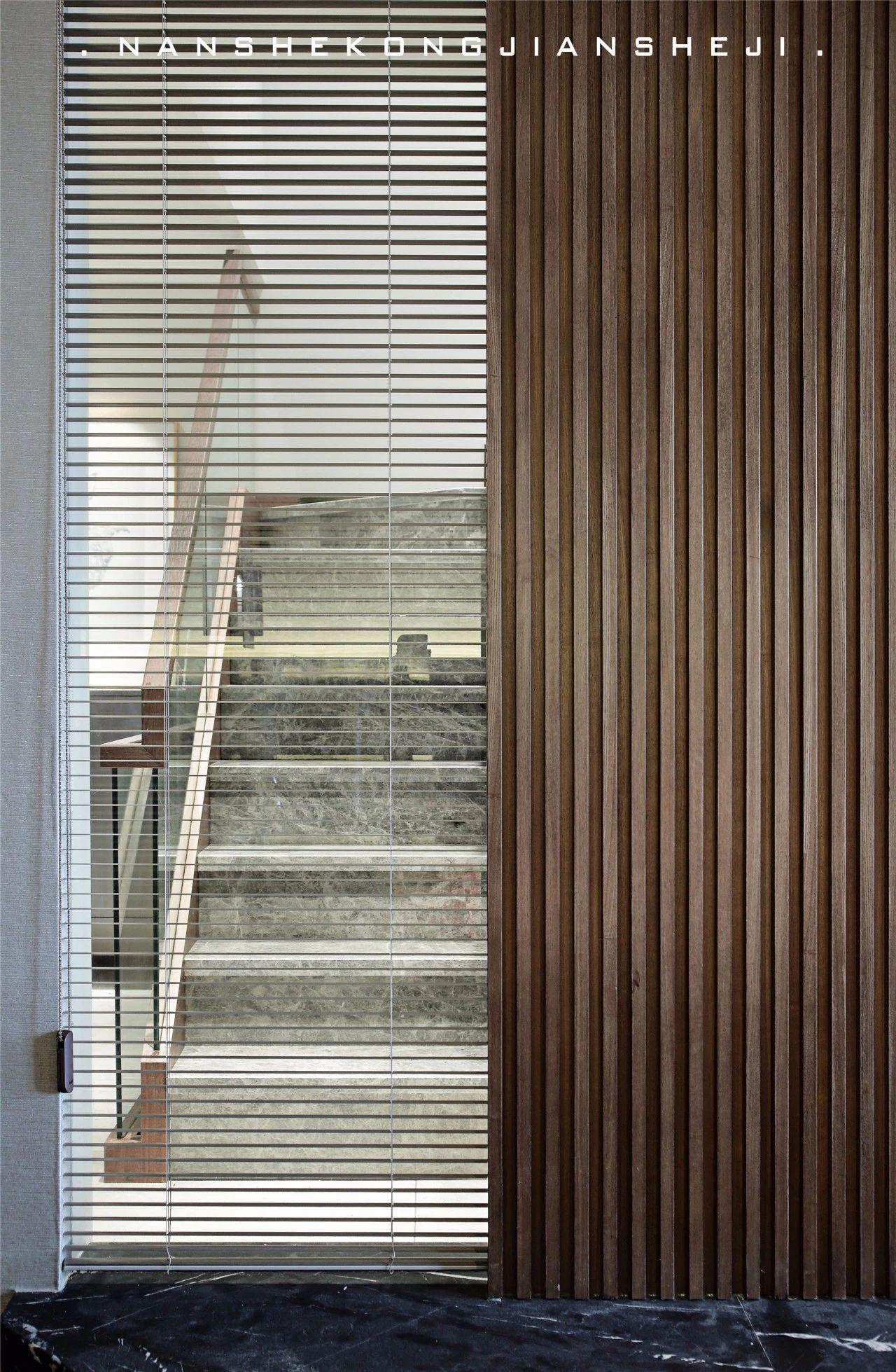 现代风别墅楼梯装修效果图