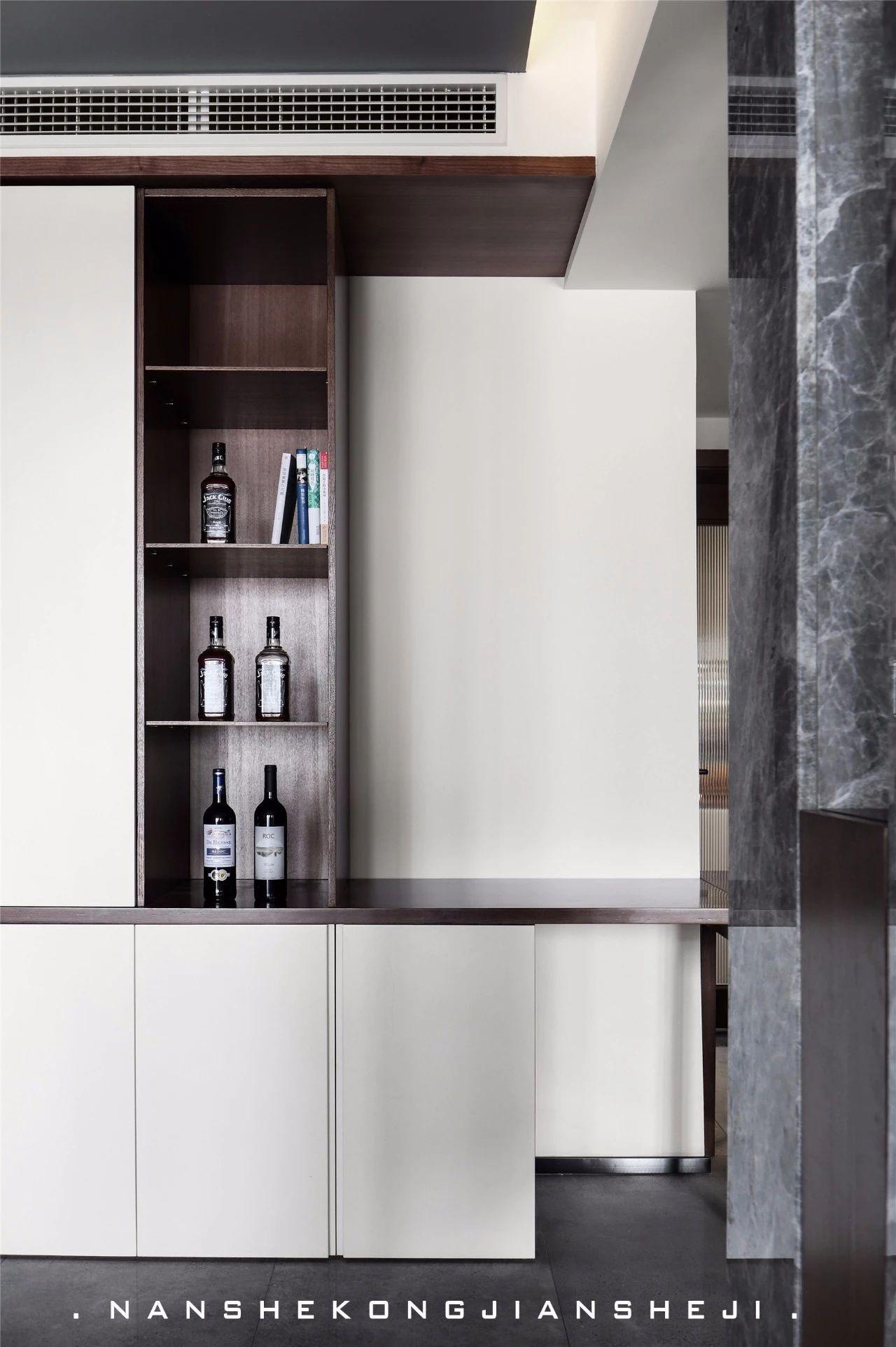 现代风别墅装修酒柜设计
