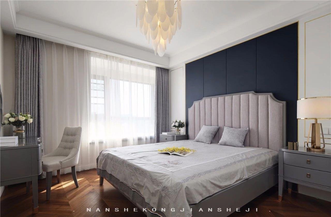 轻奢风三居卧室装修效果图