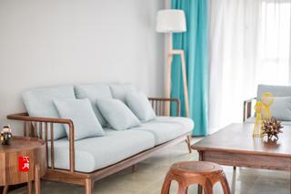 140平米三居室装修沙发设计图