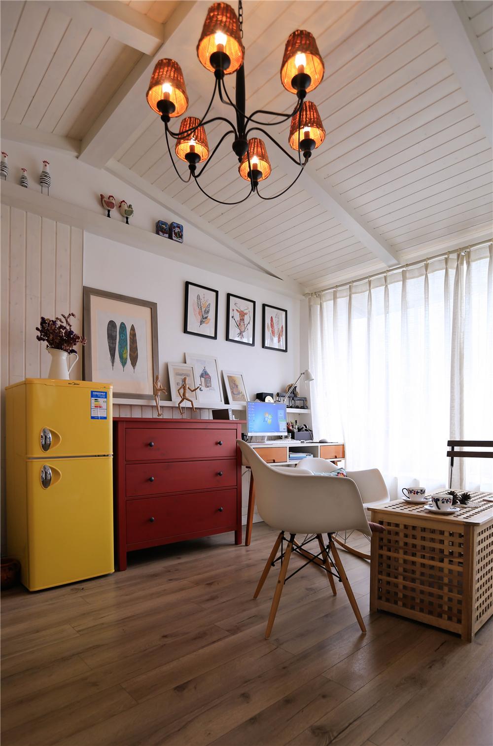 小户型北欧风装修客厅吊灯设计