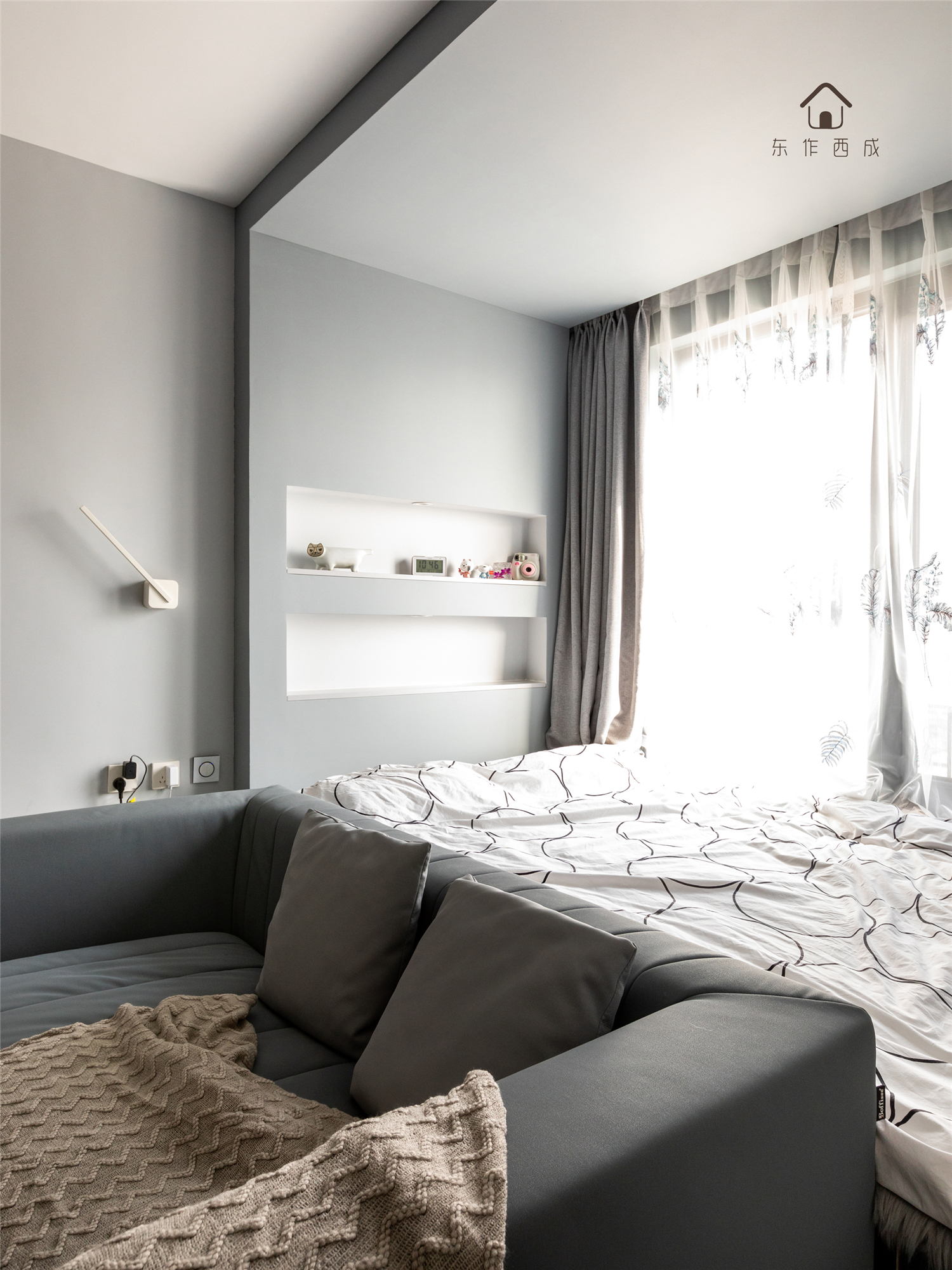 60㎡现代一居室装修榻榻米床设计