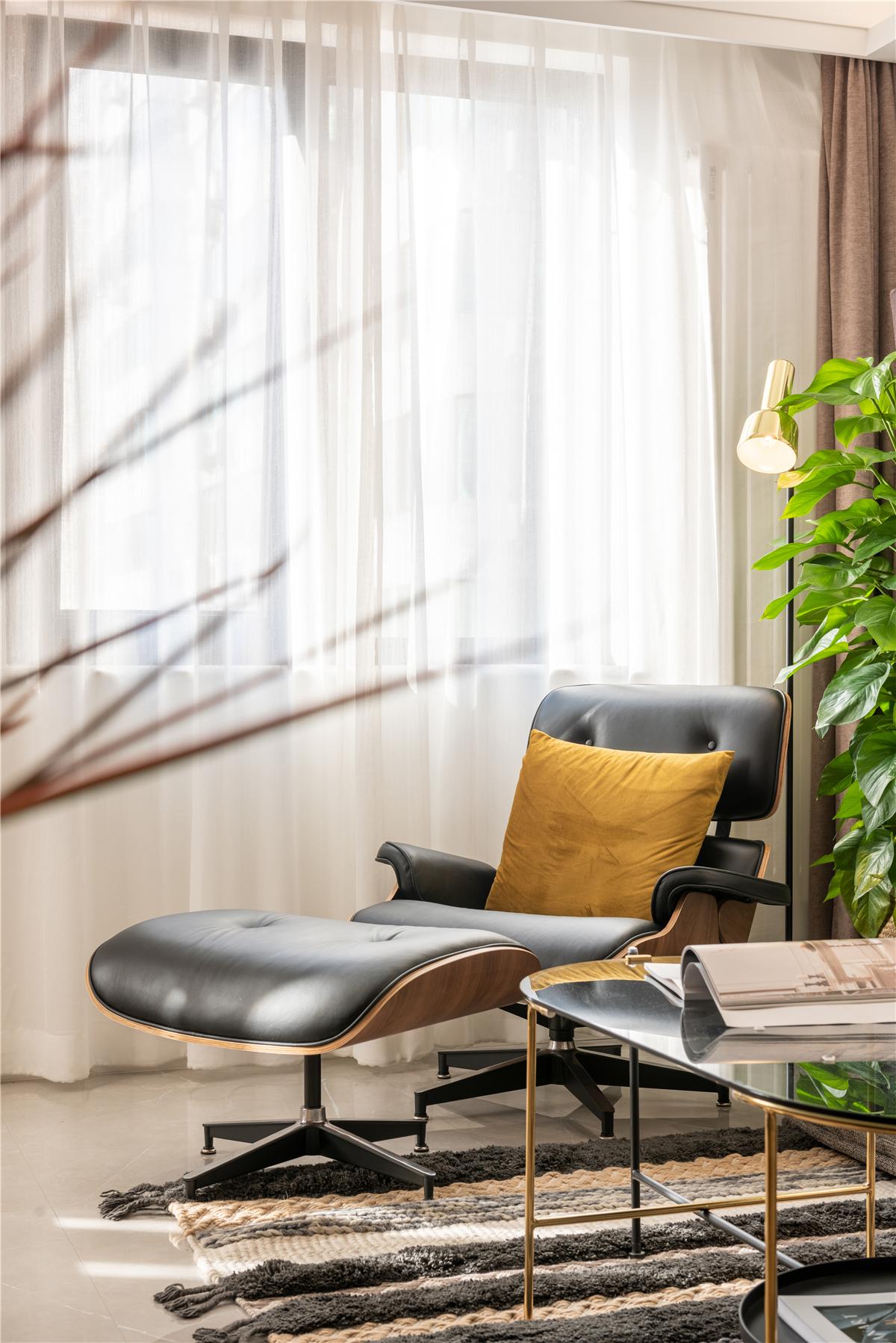 现代简约混搭两居装修躺椅设计