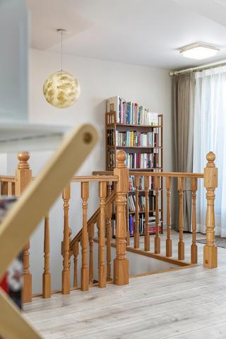 复式现代美式风格装修楼梯吊灯设计