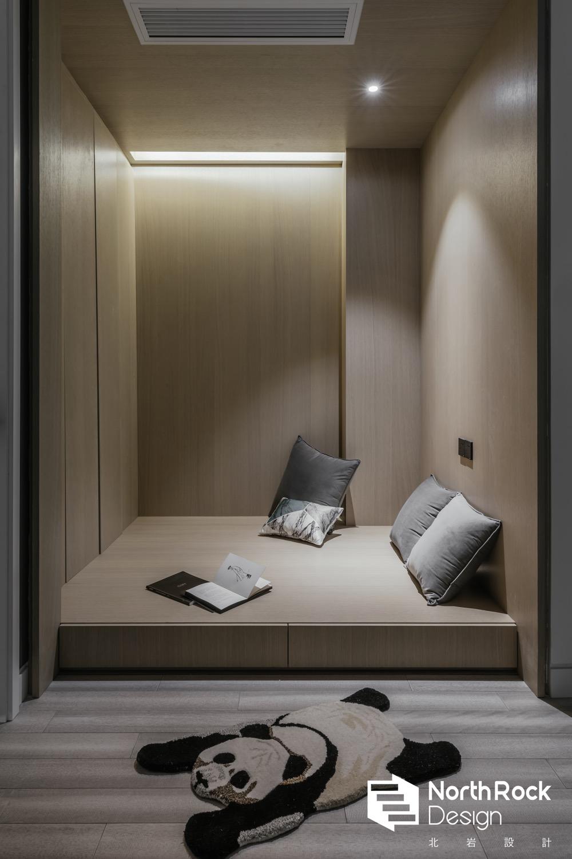 现代风格四居室地台装修效果图