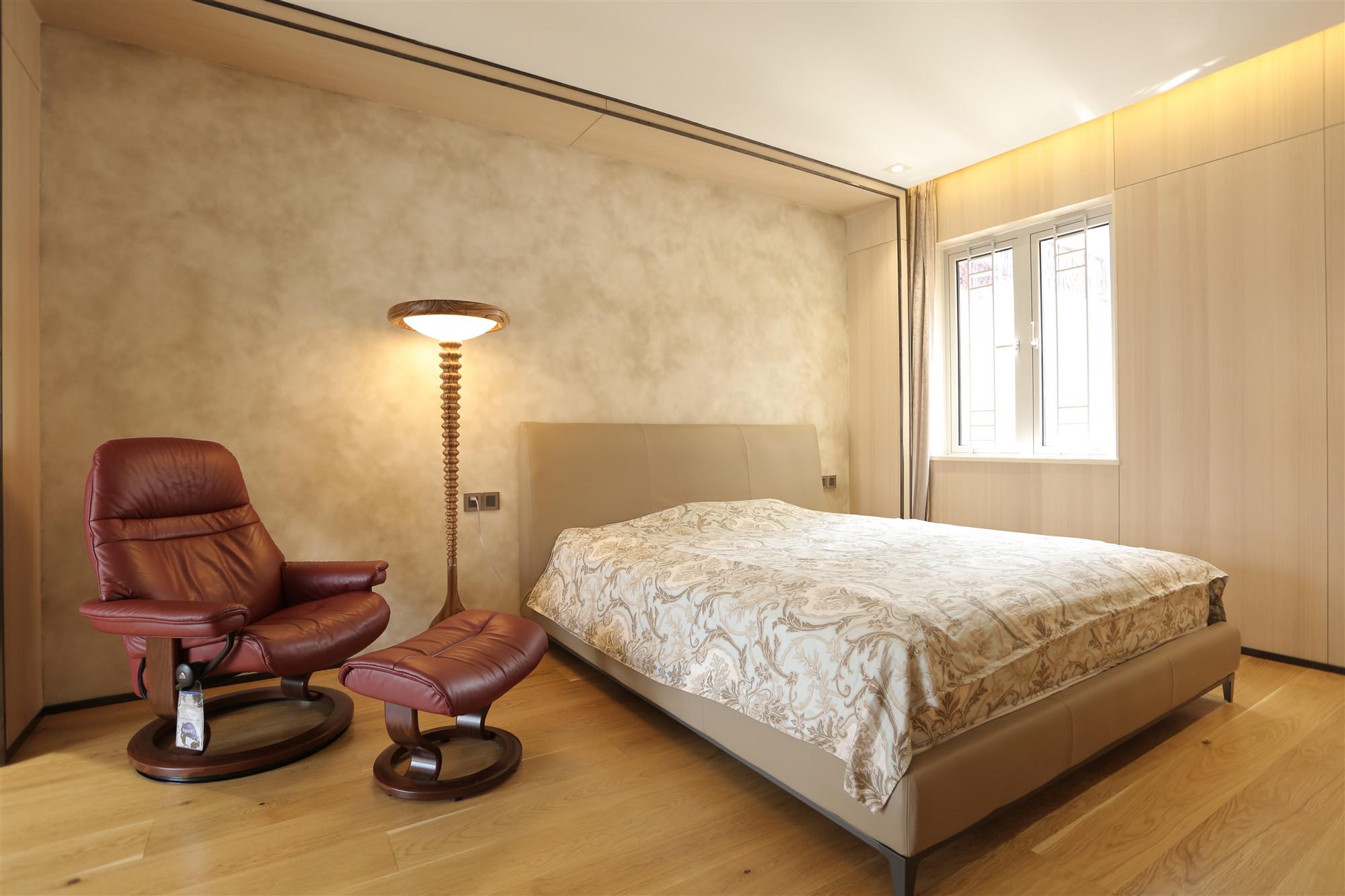 现代风格三居卧室装修效果图