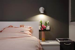 小户型二居室装修床头一角