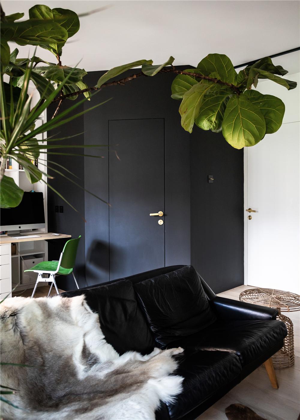 63平米一居室装修隐形门设计