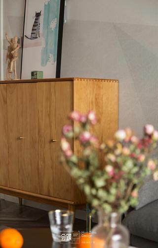 78平米两居室装修原木边柜设计