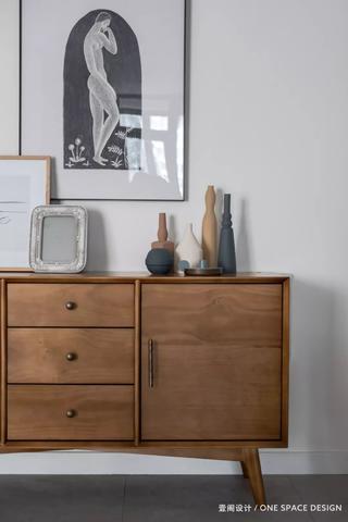 106㎡现代两居装修原木边柜设计