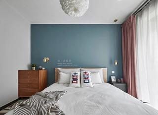 80平北欧风卧室背景墙装修效果图