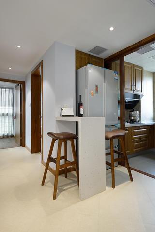 中式风格三居装修厨房吧台设计