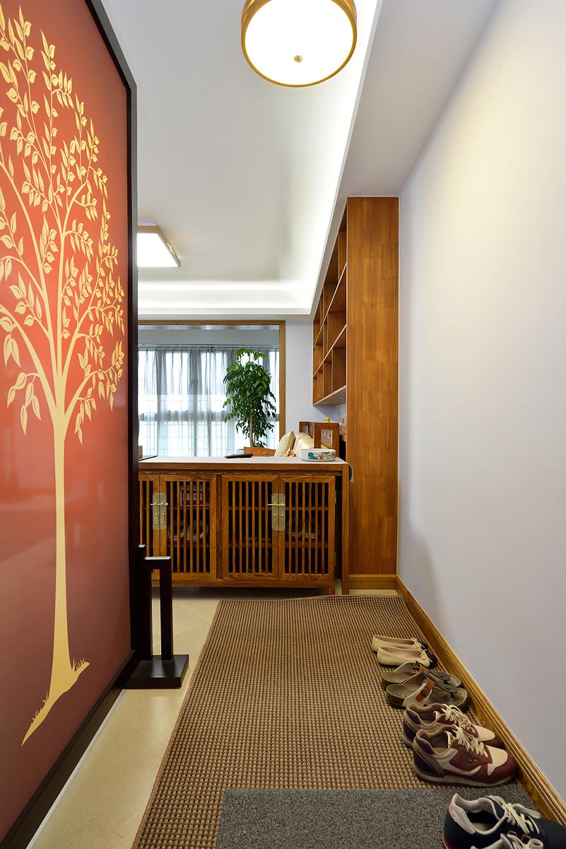 中式风格三居玄关装修效果图