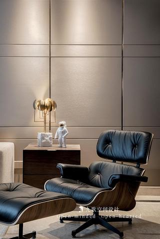 现代混搭三居室装修靠背椅设计