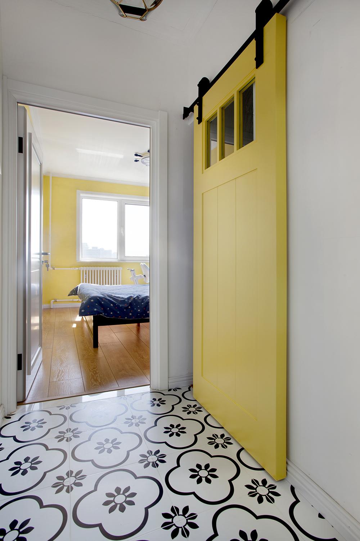 50平小户型两居装修谷仓门设计