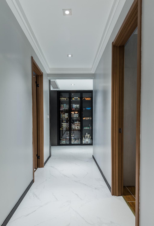 现代风格三居室走廊装修效果图