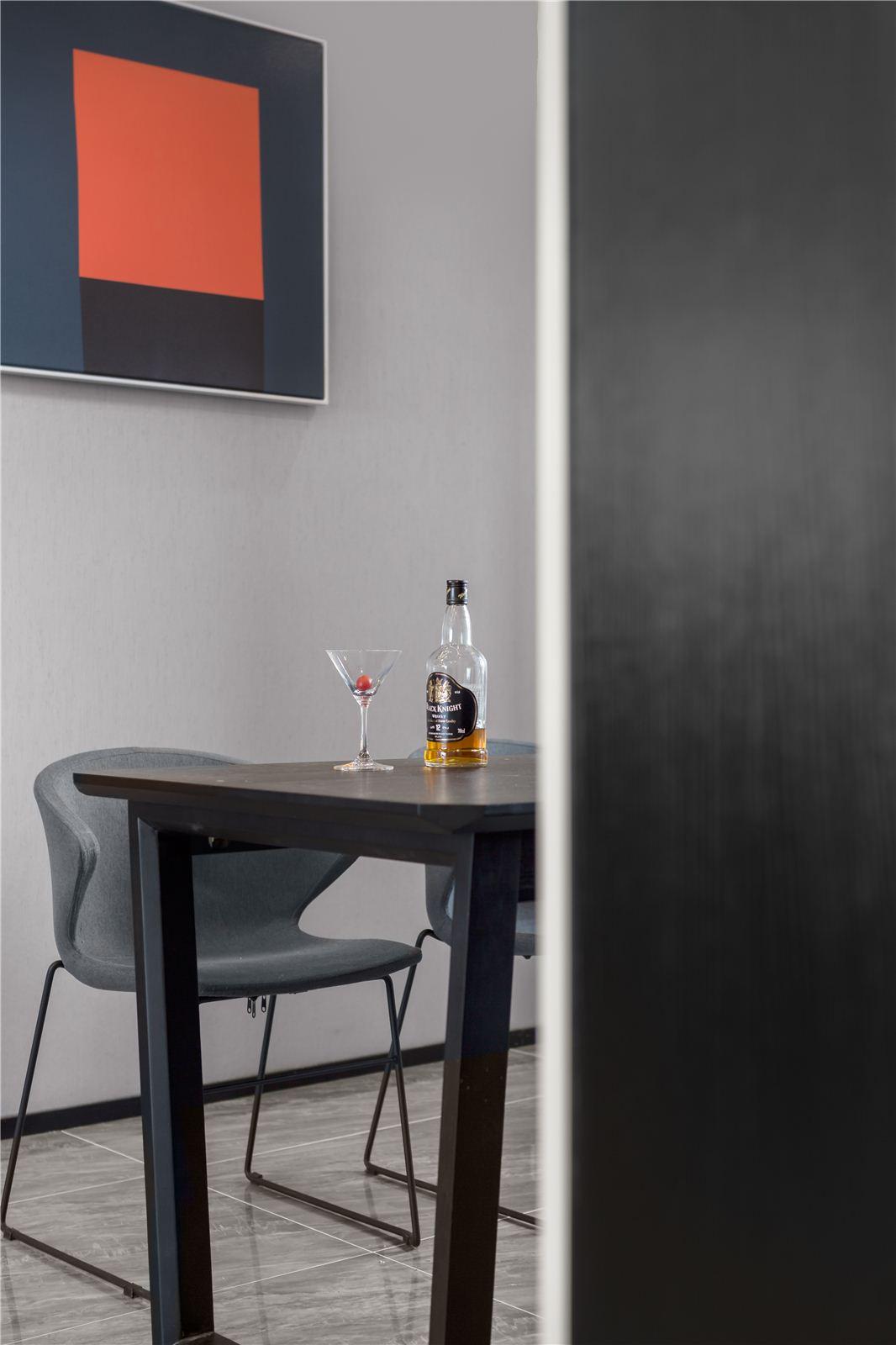 150平现代风格风装修餐厅一角