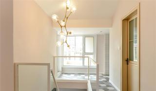 复式北欧风四居装修楼梯吊灯设计
