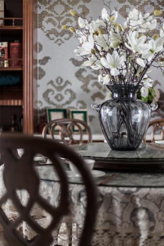 古典美式风格别墅装修餐桌花饰小景