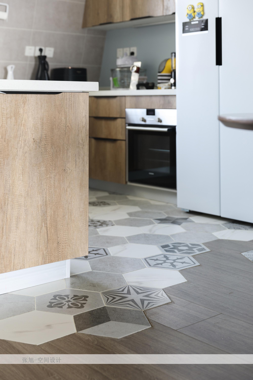 北欧风格三居装修厨房六角地砖设计