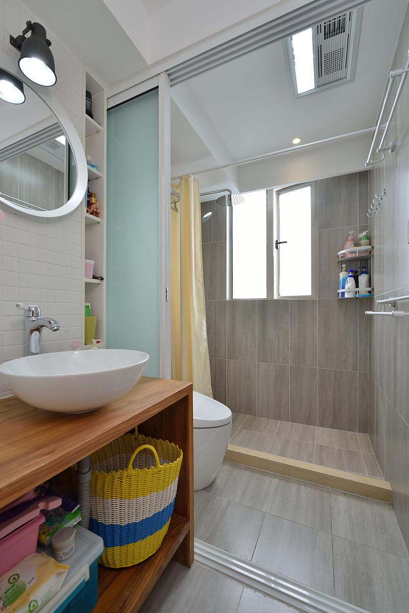 小户型二居室卫生间装修效果图