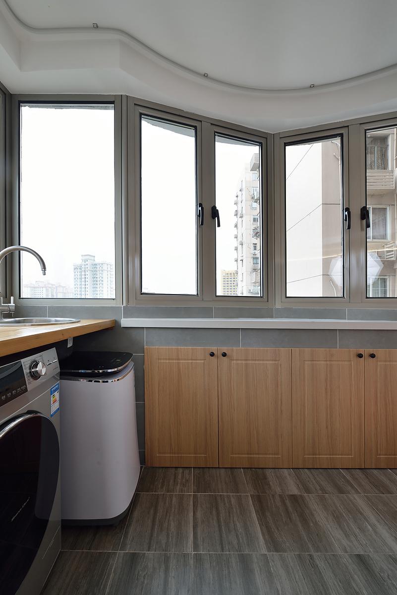 小户型二居室阳台装修效果图