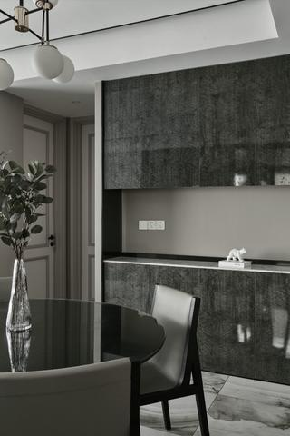 130平现代风装修餐边柜设计