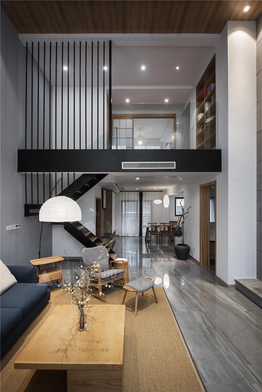 日式风格四居楼梯装修效果图