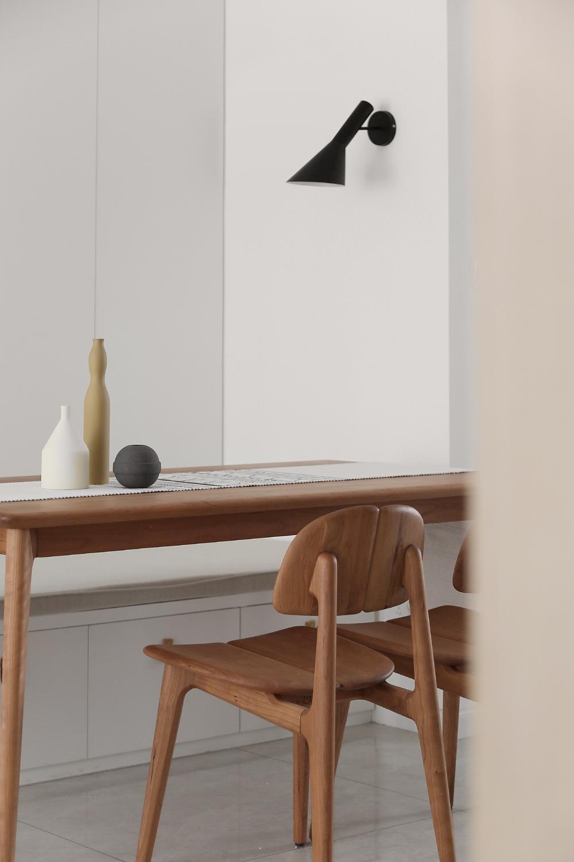 90平现代简约风装修餐桌椅设计图