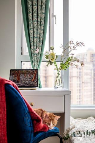 70㎡法式两居装修卧室小景