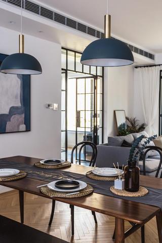 120㎡混搭三居装修餐桌设计图
