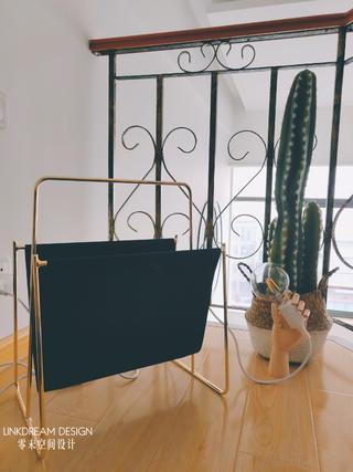 50㎡loft公寓装修杂志书架设计