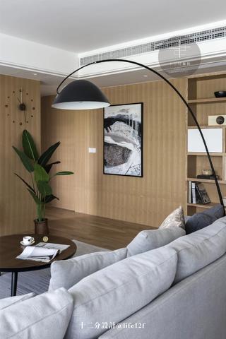 现代风格四居装修木饰墙面设计