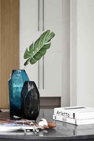 140平米现代简约装修茶几花瓶特写