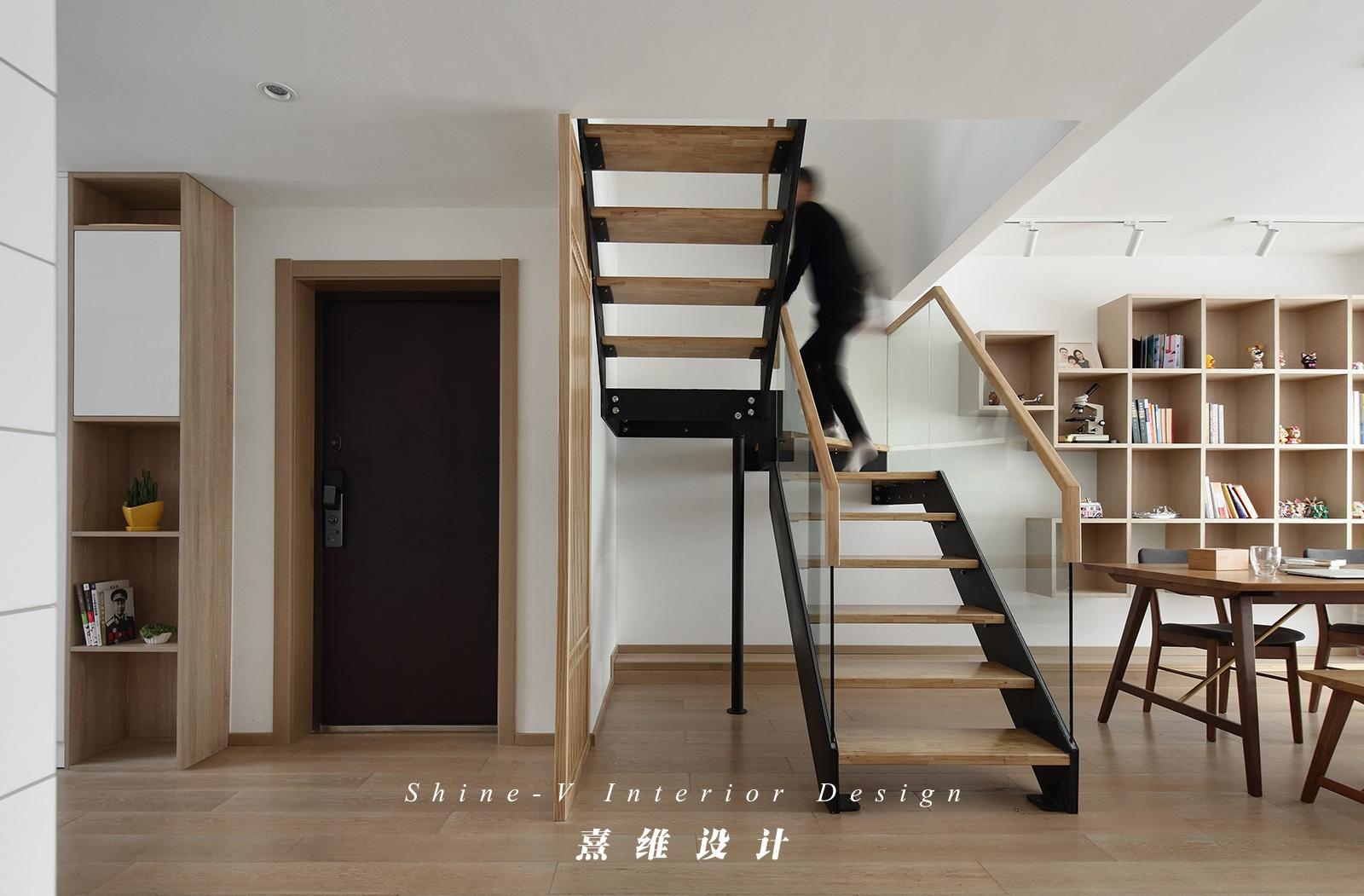 130平日式风格楼梯装修效果图