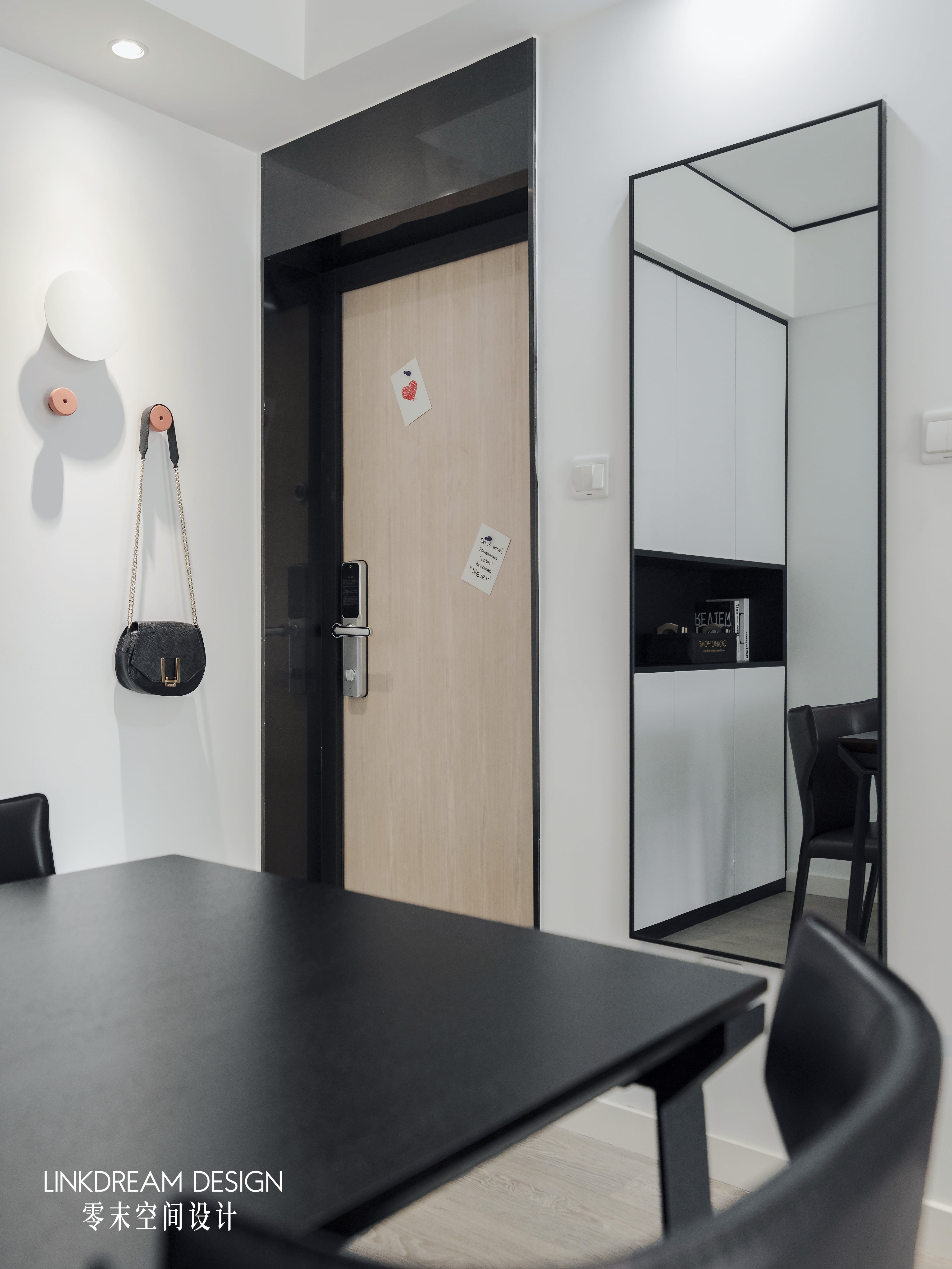 60平米两居室玄关装修效果图