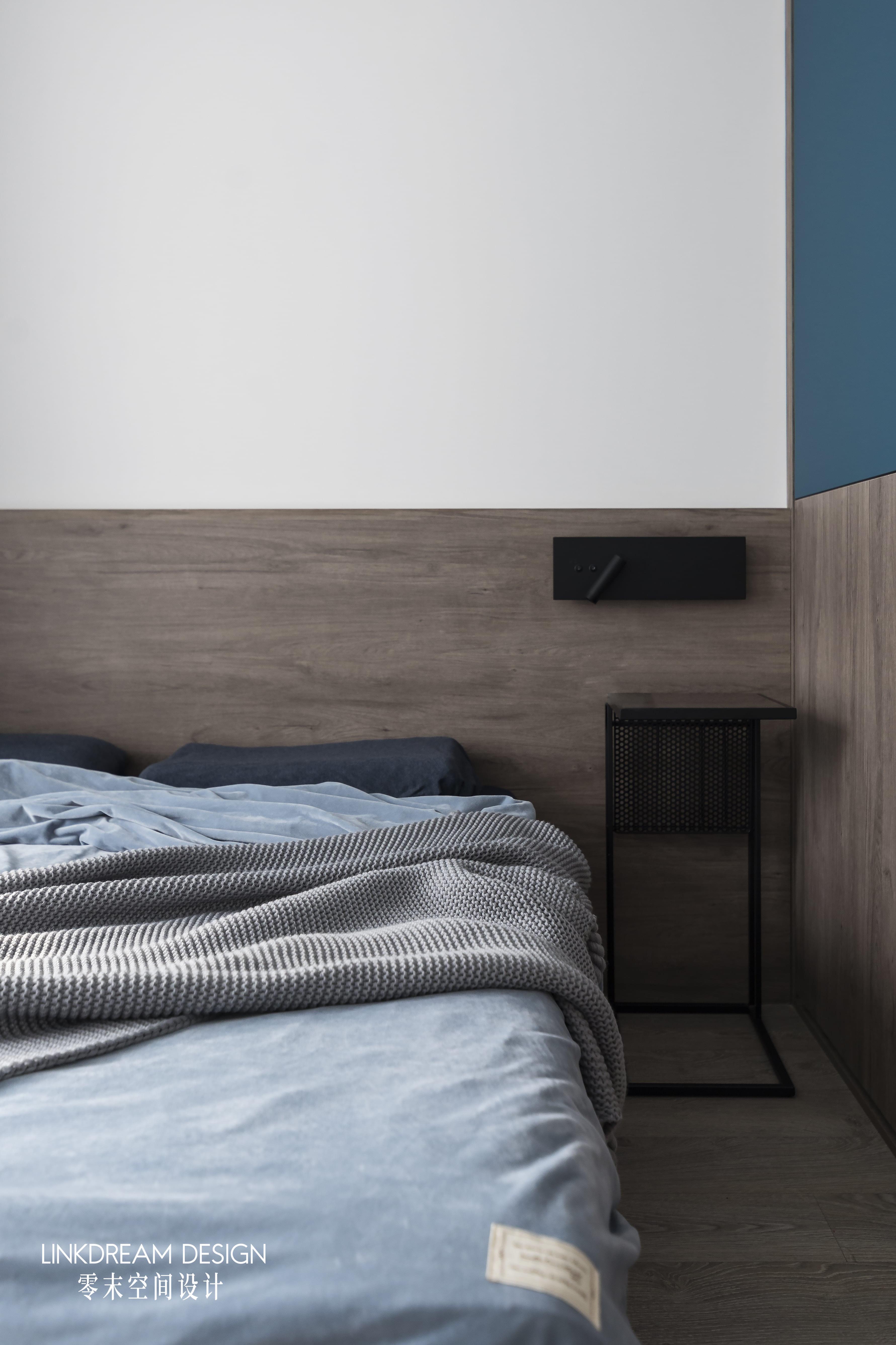 60平米两居室装修床头一角