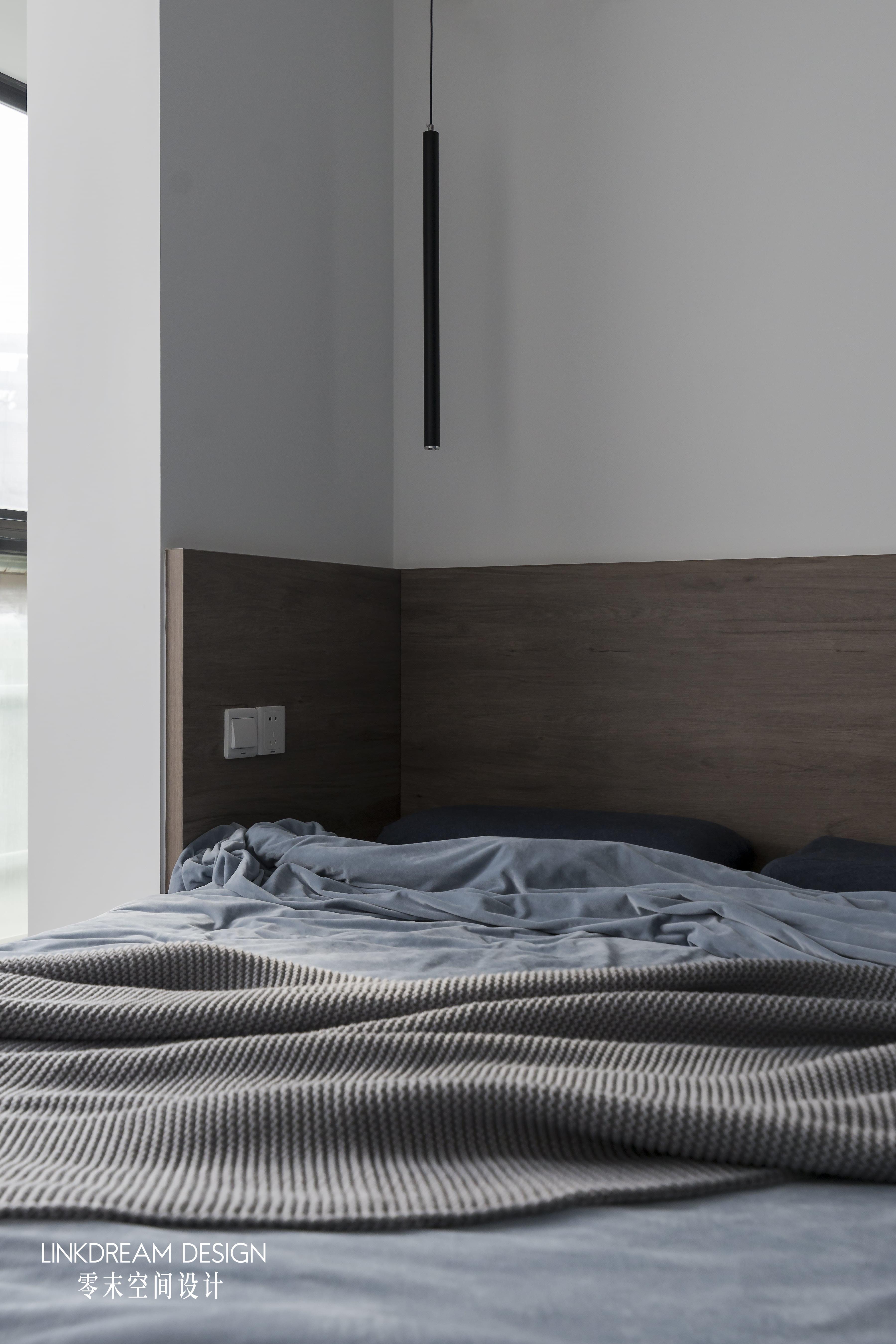 60平米两居室装修床头吊灯设计