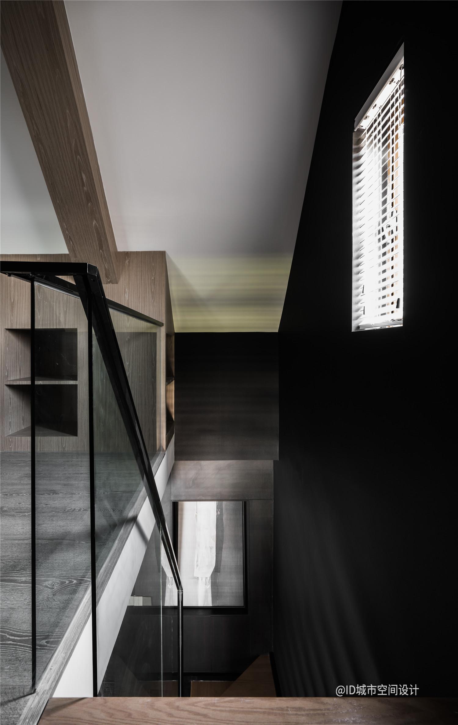 黑色调现代简约风楼梯间装修效果图